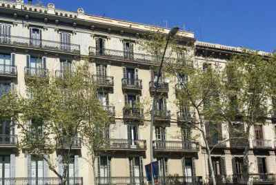 Building for sale in Barcelona's city center, leased as residential apartments and offices
